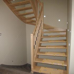 Samonosilne stopnice